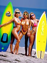 Suze Randall Pics: Skin surfing USA, a real beach treat.
