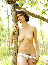 True Beauty Pics: Rimma is feeling great posing nude in amazing outdoor