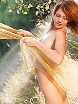 Outdoor Babes: Naked gymnast outdoors