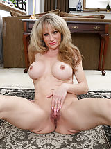 Mature Babes, Elizabeth_green - Horny MILF teases her soft shaved pussy until she cums