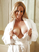 Totally Tabitha described of Big Boobs,Shaved Pussy,Blonde,Long hair,Masturbation,Wet,Big Areolas,Tan Lines,Enhanced,Milf