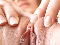 Hot Pussy Pics, Dani squeezes her pussy together