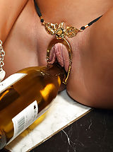 Scheide, August Ames Inserts Wine Bottle and Distorts Pussy