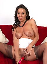 Mature Babe, Marlyn - Hairy muff girdle gal!