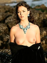 Fantasy Babes: WoW nude betcee crystal of love