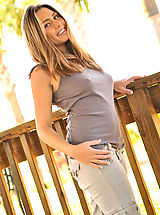 Nipples Pics: Renna does a nice tease
