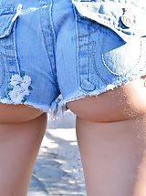 Jeans Babes: Naked Babe Staci Three Styles