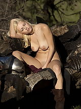 Fantasy Babes: WoW nude anielle and kiki continue to fight