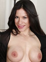 Erotic Babe, Immense Boobed Latin MOMMY Isabella Rodriquez spreading her muschi.