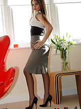 Nylon Candi Pussy: Secretary Roxy in high heels and nylons stripping