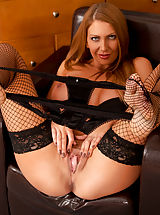 Naked Babes, Gorgeous Anilos newcomer gives herself a body shaking orgasm