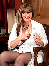 Secretary Pussy: Cougar with big boobs begins to seductively undress
