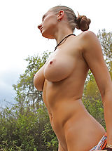 Outdoors Pussy: Victoria Nelson
