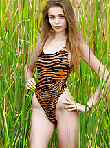 Hot Babes, Elle | Hiding in the Grass