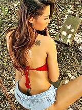 Jeans Babes: amara ranipas 03 thai forest tight jeans