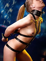 Fetish Pussy: Sexy redhead in leather with nipple-clips