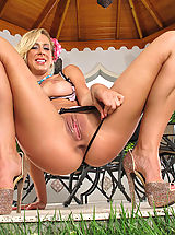 Sexy Naked Girl, Seducing Pretty Housewife #827 Cherie DeVille shows tasty vagina