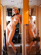 Sexy Babe, Lia 19 flying high naked on a gulfstream