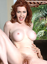 Hairy Pussy: Mae Victoria
