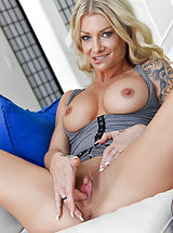 Hairy Pussy, Synthia