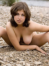 True Beauty Pics: Brunette with big breasts posing naked on the beach