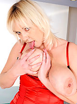 Big.Tits Babes: Kimi, Blonde cougar Kimi flaunts her big tits and plays with her pussy using her fingers