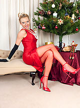 High.Heels Babes: Here's our kinky fully fashioned nyloned Xmas gift MILF for you!